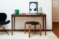PIB Made of full walnut, this Scandinavian-style console is also wide enough to adapt to office use,